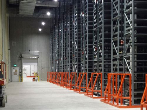 Improve energy efficiency, keep your workers safe and streamline operations by upgrading your warehouse dock doors.